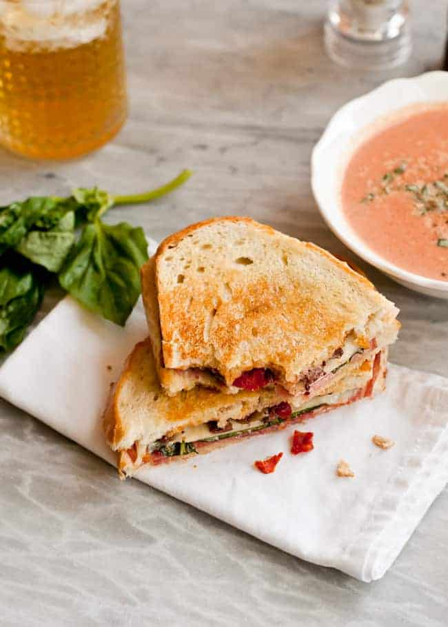 Grilled Cheese Sandwich with Tomato Soup - HelloVeggie.co