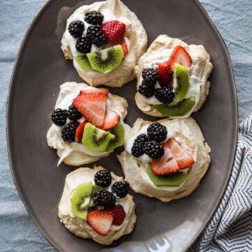 Spring fruit pavlova - Hello Veggie