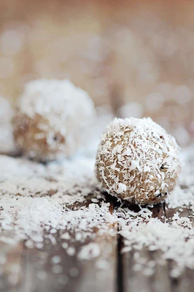 3 Easy (and Vegan) Energy Ball Recipes | HelloGlow.co