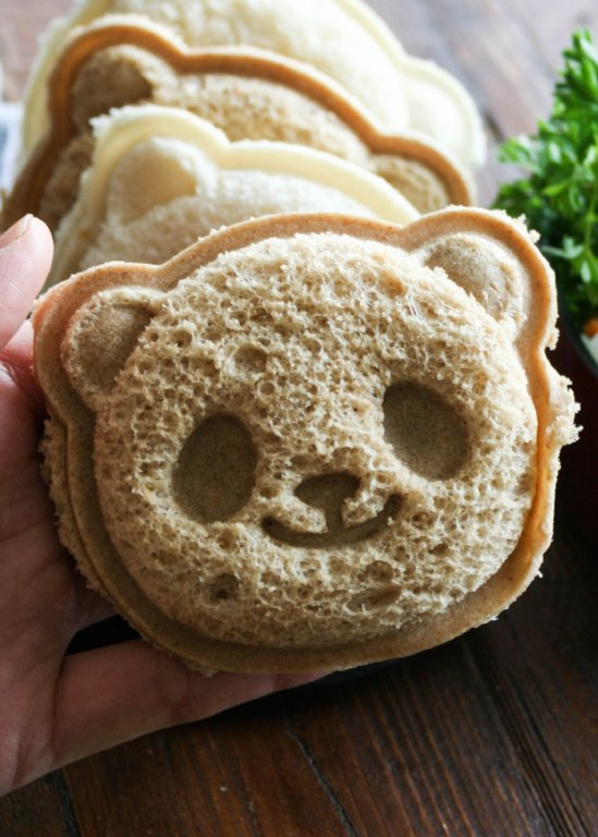 Panda Sandwich from The Culinary Tribune - 15 Cute and Clever DIY Lunch Box Tricks