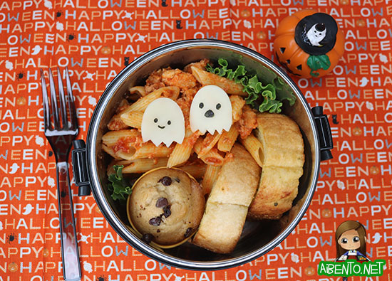 Haunted Chicken Parm Bento from Adventures in Bentomaking - 15 Cute and Clever DIY Lunch Box Tricks