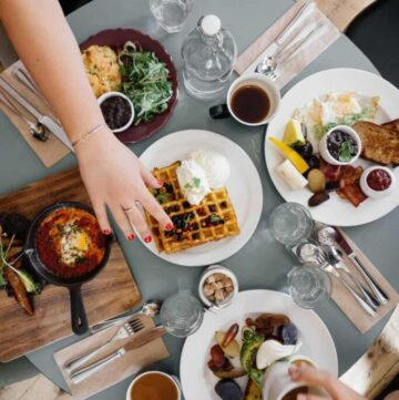 How to Stay Healthy While Eating Out - Hello Veggie