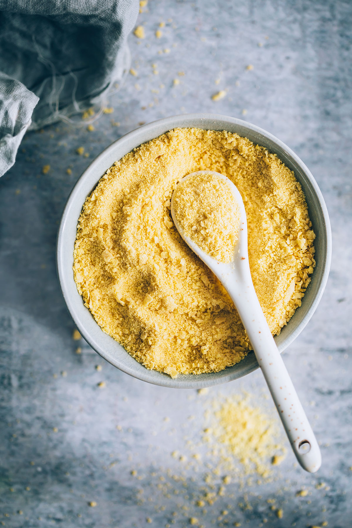 A Nutritionist Explains: What's the Deal with Nutritional Yeast?