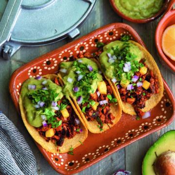 Tacos de Yaca Al Pastor - Hello Veggie