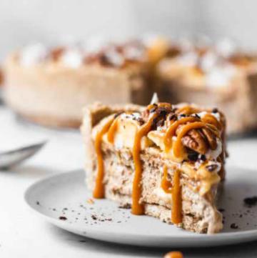 No Bake Vegan Banoffee Pie - HelloVeggie.co
